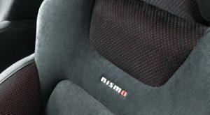 NISMO専用スエード調スポーツシート(nismoロゴ入り、レッドステッチ付)&ドアトリムクロス